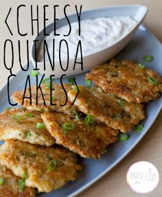 Cheesy Quinoa Cakes with a Roasted Garlic and Lemon Aioli. Obsessed with Quinoa! tasty way to try out quinoa Think Food, I Love Food, Food For Thought, Good Food, Yummy Food, Food Porn, Vegetarian Recipes, Cooking Recipes, Healthy Recipes