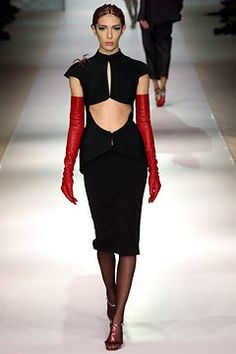 See the complete Jean Paul Gaultier Spring 2003 Couture collection.
