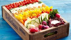 How to Make the Perfect Crudite Platter - Crudite Platter Arrangement (Cheese Platter Display) Veggie Platters, Veggie Tray, Cheese Platters, Vegetable Trays, Vegetable Salad, Catering Platters, Catering Display, Catering Food, Plateau Charcuterie
