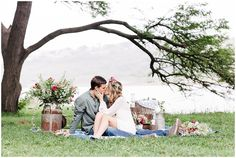 www.vanillaphotography.co.za - Styled engagement shoot, picnic, flower crown, flowers, kiss, couple