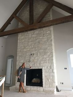 Stone style/color – House - Home Professional Decoration Fireplace Remodel, House Design, House, Home Fireplace, House Exterior, Building A House, New Homes, Farmhouse Fireplace, Great Rooms