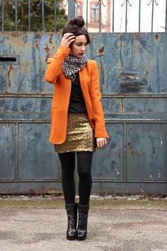 et pourquoi pas coline victoire! (Foulard Petite Mendigote (via Monshowroom), Veste Zara, Pull Ba sh (hiver 2009), Jupe HM, Bottines Dolce Gabbana, Rouge à lèvres Clinique  »High Impact » coloris n°15)
