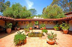 Spanish style homes – Mediterranean Home Decor Hacienda Style Homes, Spanish Style Homes, Spanish House, Spanish Colonial, Casa Patio, Backyard Patio, Spanish Courtyard, Courtyard House Plans, Mexico House