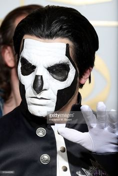 http://media.gettyimages.com/photos/musician-papa-emeritus-iii-of-ghost-winner-of-the-award-for-best-picture-id510448250