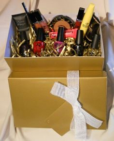W7 Cosmetic Gift Hamper | Big Pout Cosmetics £46.95 with Free Delivery. A must