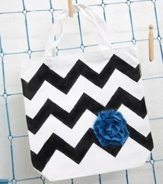 Make your own #Chevron #tote! Project with #Tulip #paint from @ILoveto Create