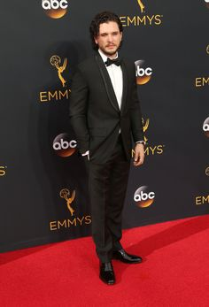 Loving that Kit Harington rocked his natural curls at the Emmys! Get the look by adding Style Sexy Hair Not so Hard Up Gel to damp hair, rake to one side and let it hair dry. This would work on any length curly hair! https://www.sexyhair.com/products/soy-touchable-weightless-hairspray.html