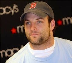 Oooohhhhh gawwwd.  Every time i look at him, my soul dies a little...but in a good way.  Love me some Wes Welker. <3