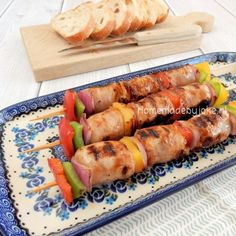 Barbecue skewers with sausage and vegetables / Barbecue spiesjes met worst en groente Barbecue, Skewers, Fresh Rolls, Sushi, Nom Nom, Sausage, Grilling, Food And Drink, Pasta