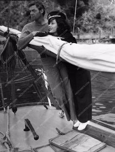 candid Lupe Velez Johnny Weissmuller out boating 943-26