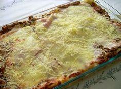 Receita de Lasanha á Bolonhesa - lasanha. Coloque no fundo uma camada de molho para não grudar a massa. Depois a massa, molho, presunto, queijo, massa, molho, presunto,...