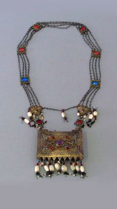 Caucasus | Amulet necklace; silver, glass and stones, including turquoise | 19th century