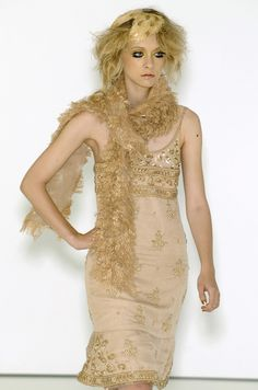 http://www.livingly.com/runway/Chanel/Couture Fall 2004/sU8dWOhrJ8Z