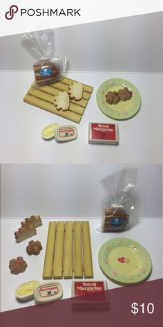 🍞 Bakery Bread and Butter Miniature Set 🍞 Japanese Miniature Collectibles.   The set is complete/not missing any pieces. In great condition. These were never played with, only displayed in a glass case.   Great for display, putting in your planters, accessories for dolls, etc.  Tags: kawaii, japanese, rement, re-ment, miniatures, fairy garden, planter, anime, food, cute, blind box Accessories