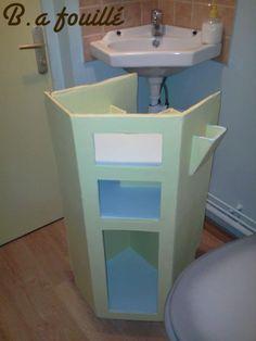 Upcycled Cardboard around a Siphon as Bathroom Furniture Recycled Cardboard Diy Bathroom Decor, Bathroom Interior Design, Small Bathroom, Diy Furniture Nightstand, Bathroom Furniture, Furniture Ideas, Cardboard Storage, Cute Home Decor, Recycled Furniture