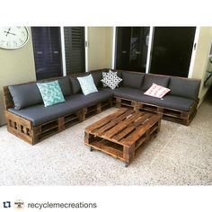 😍#Repost @recyclemecreations ・・・ One of our pallet day beds all set up. #recycle #recycled #recycledfurniture #pallet #pallets…