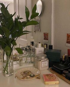 Room Ideas Bedroom, Bedroom Decor, Study Room Decor, Bedroom Inspo, Aesthetic Room Decor, Aesthetic Plants, Aesthetic Green, Dream Apartment, Small Apartment Design