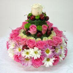 . Deco Floral, Floral Cake, Arte Floral, Floral Design, Unique Flower Arrangements, Unique Flowers, Floral Centerpieces, Fresh Flower Cake, Fresh Flowers
