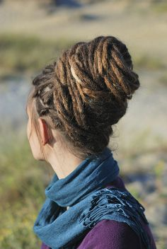 if i had long hair, i'd get dreads in a heart beat Dreads Styles, Dreadlock Styles, Hippie Style, Estilo Folk, Dreadlock Hairstyles, Dreadlocks Updo, Loc Updo, Hair Updo, Natural Hair Styles