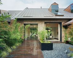 Love the Zen-like feel of this outdoor space.  Very peaceful!
