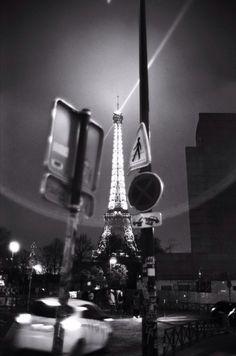 Il capture Paris en Noir et Blanc, à l'aide d'un Leica de près de 30 ans : http://www.pariszigzag.fr/visite-insolite-paris/paris-noir-et-blanc-leica … @vivreparis @paris 2014