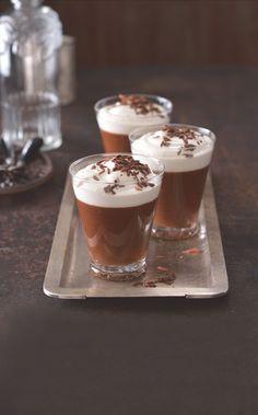 Čokoládové pohárky s irskou whiskey & baileys Baileys, Whisky, Panna Cotta, Pudding, Thing 1, Ethnic Recipes, Food, Dulce De Leche, Custard Pudding