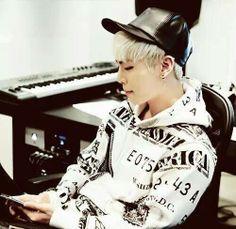 Jonghyun such a perfect blonde