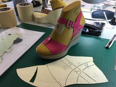 """""""The making of""""by Sofia Tazi , Elche - Spain 👠💃🏻👠 Shoe Crafts, Modelista, Sandals Outfit, Shoe Pattern, How To Make Shoes, Leather Design, Mom Style, Shoe Collection, Designer Shoes"""