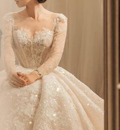 Discover recipes, home ideas, style inspiration and other ideas to try. Pretty Dresses, Elegant Dresses, Vintage Dresses, Beautiful Dresses, Dream Wedding Dresses, Bridal Dresses, Wedding Gowns, Prom Dresses, Ivory Wedding