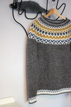 Pattern is Knight by Védís Jónsdóttir – details … – Shirt Types Icelandic Sweaters, Wool Sweaters, Fair Isle Knitting, Knitting Yarn, Easy Sweater Knitting Patterns, Creative Knitting, Knooking, How To Purl Knit, Knitwear