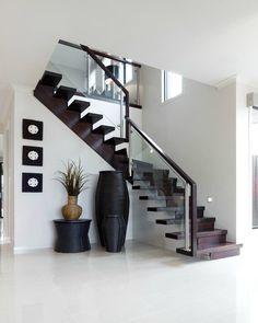 top modern design home interior floor stairs 32 Home Stairs Design, Stair Railing Design, Home Room Design, Interior Stairs, Dream Home Design, Modern House Design, Home Interior Design, Interior Decorating, Railing Ideas