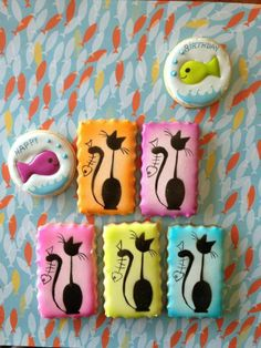Fish and cat cookies ★ More on - Get Ozzi Cat Magazine here >>… Cat Cookies, Fancy Cookies, Easter Cookies, Royal Icing Cookies, Birthday Cookies, Cupcake Cookies, Sugar Cookies, Cake Pops, Cookie Factory