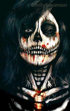 Creppy Skull door Emily Bauman