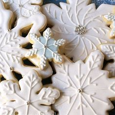 """The Christmas season started off nicely today when I found my snowflake cookies featured on @redbookmag  Thank you! ❄️Full tutorial at SweetsToImpress.com, search """"snowflakes"""". #Christmascookies #decoratedcookies #decoratedsugarcookies #holidaycookies #baking #snowflakes #cookies"""