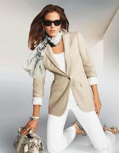 over 50 fashion for women over 50 fifty not frumpy over 50 Classy Outfits, Chic Outfits, Fashion Outfits, Fashion Trends, Over 50 Womens Fashion, Fashion Over 50, Elle Moda, Mode Ab 50, Mode Outfits