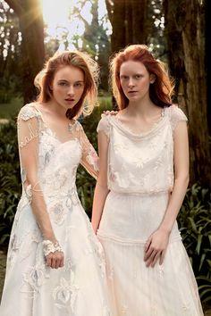 À esquerda, vestido de zibeline com tule bordado (R$ 29.980) Martha Medeiros. À direita, vestido de organza (R$ 9.500) Candy Brown (Foto: Bruna Castanheira)