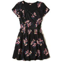 Hollister Strappy Front Smocked Dress (130 BRL) ❤ liked on Polyvore featuring dresses, black floral, floral fit-and-flare dresses, floral printed dress, strappy dress, floral smock dress and floral day dress