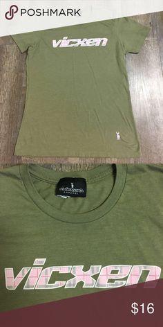 vicxen t-shirt Women's Vicxen XL green and pink t-shirt vicxen Tops Tees - Short Sleeve