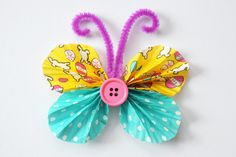 Check out our list of Cute and Easy Cupcake Liner Crafts for Kids to see how you can turn cupcake liners into birds, animals, flowers, dolls and more! Cupcake Liner Crafts, Cupcake Liner Flowers, Cupcake Liners, Butterfly Art And Craft, Butterfly Kids, Butterfly Project, Butterfly Images, Preschool Crafts, Easter Crafts