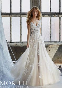 White bride dresses. All brides imagine having the ideal wedding, however for this they require the most perfect bridal wear, with the bridesmaid's dresses complimenting the brides-to-be dress. The following are a few tips on wedding dresses.