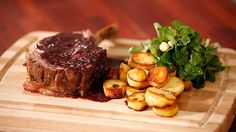 Rib of Beef with an Easy Sauce Marchand Waxy Potatoes, Sauteed Potatoes, Parsley Potatoes, Cheese Recipes, Gourmet Recipes, Beef Recipes, Cooking Recipes, Beef Ribs, Finger Food Appetizers