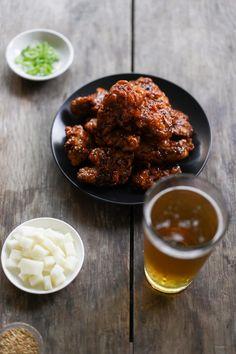 Korean Fried Chicken Recipe (Sweet, Spicy & Extra Crispy!) Fried Chicken Sauce, Korean Fried Chicken, Chicken Feed, Fried Chicken Recipes, Chicken Seasoning, Tandoori Chicken, Sweet And Spicy Sauce, Asian Recipes, Ethnic Recipes