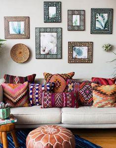 Romantic Bohemian Living Room - Awesome 60 Romantic Bohemian Style Living Room Design Ideas homeastern com. Bohemian Living Rooms, Living Room Decor, Bohemian Room, Bohemian Apartment, Bohemian Bedrooms, Bohemian Pillows, Bedroom Decor, Bohemian Studio, Bohemian Tapestry