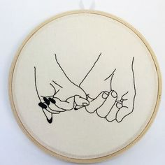 Bastidor be kind 💕 disponível na lojinha! Hand Embroidery Videos, Hand Embroidery Stitches, Embroidery Hoop Art, Hand Embroidery Designs, Embroidery Techniques, Cross Stitch Embroidery, Diy Couture, Cross Stitching, Needlework