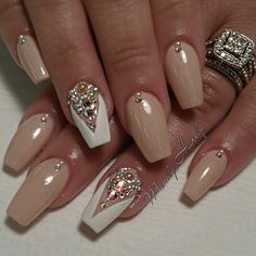 Nude coffin nails with accent nail