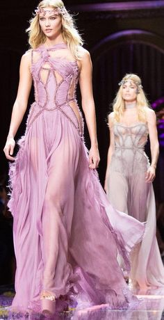 Karlie Kloss leads the runway in blush pink at Atelier Versace Couture