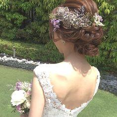 . . グランドハイアットにて結婚式のtomoさん♪ . #ジェニーパッカム のアクセサリーに、生花を。 . パープル系の草原のお花が、 . 大人なデザインのドレスに . 爽やかになじみました♪ . . 素敵♡ . . #結婚式#美容師#髪型#ブライダル#ヘアアレンジ#ヘアアクセ#ヘアセット#プレ花嫁#セット#結婚#ドレス#花嫁#編み込み#ルーズ#卒花嫁#セウ花嫁#美容室#ヘアメイク#ウェディング#ヘアスタイル#写真#ブーケ#love#hairstyle#hairstyles#bridal#weddinghair#bridalhair#hairarrange