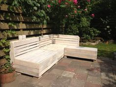 DIY Pallet Outdoor Furniture Pieces