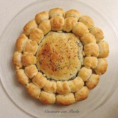 Fiore di pasta sfoglia ripieno: ricotta e spinaci, formaggio filante e würstel! Ricetta sul blog!
