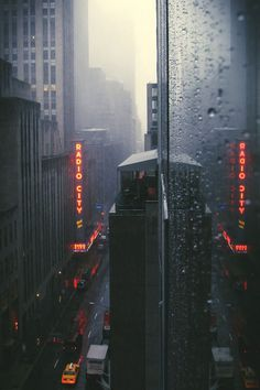 Trendy Street Art New York Rainy Days